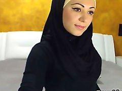 Kauniita arabien Nainen jakorasioita ja Masturbates