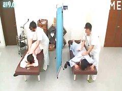 Горячие азиатские цыпочка получает чувственного массажа