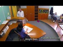 Doktor fickt serbischen Patienten auf Überwachungskamera