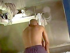Dai grossi seni Ragazza che equitazione sulla Tirante Scopate in sborra Al pancia sul materassino in The Bathroom