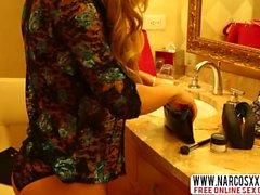Grubby Stiefmutter Nicole Aniston In Strümpfe Creampie