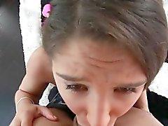 Teini lapsi deepthroats sauva