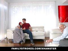 FamilyStrokes - Neredeyse baba tarafından Lanet üvey Bro yakalandı
