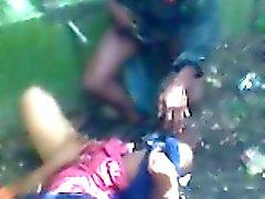 Быстрый ебут из bangladesi шлюху на 2 парнями