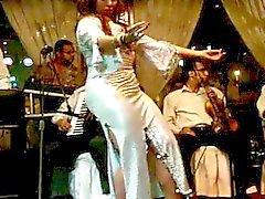 Johanna Saahirah belly dancer großen Esel an Nile Maxim zweitausendfünfzehn