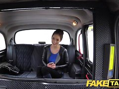 Gefälschte Taxi russische haarige Muschi natürliche Titten
