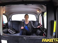 Fake Taxi Gros seins russes à chattes poilues