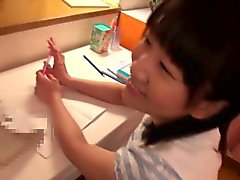 Colegiala de hijo japonesa gargarismos algunas corridas