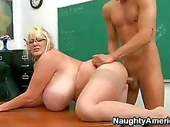 Seksuaalisesti innoissaan Opettaja Kayla Kleevage Getting porattu Hänen Meaty Snatch kunnes hän cums