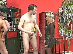 Mama im von Swingerclub Deutschland