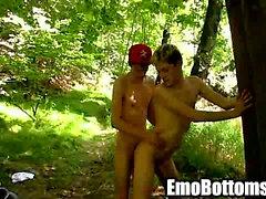 De Emo twink Skylar Occidental follada anal al aire libre