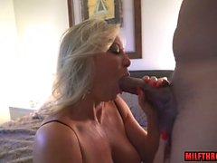 Sexo maduro caliente y semen en la boca