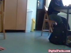 Taissia Shanti geschlagen in der Klasse