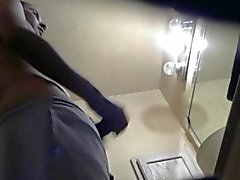 Оказавшись мои Друга Straight мастурбирует в туалете