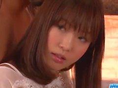 Momoka Rin versucht steifen Schwanz in schmutzigen Hardcore-Szenen
