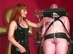 Sklaven Dude versucht, seine den großen Titten Geliebte gefallen