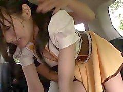 Kleine Japanese Babe zu haarige Pussy fingrigen