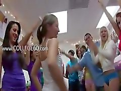Groep van geile meiden seks op school