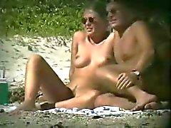 voyeur na praia de nudismo
