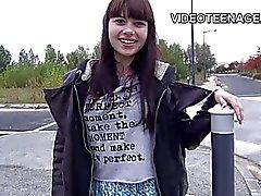 Brunette behaarte jugendlich erste Porno-Casting