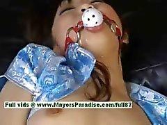 Akari Satsuki stout Aziatische meisje is vastgebonden en krijgt een gezichtsbehandeling