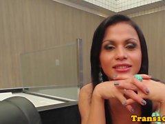 Brazilian ts beauty takes bigcock in bunda
