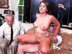Big Boob Rubio Ivy Rose cabalgando sobre Old Mans Dick