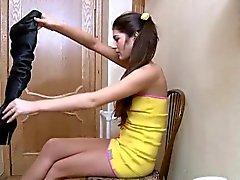 Nymphen gör skön avsugning innan du hämtar stången teen ryck