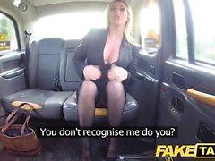 Gefälschte Taxi Große Titten sexy MILF in schwarzen Dessous
