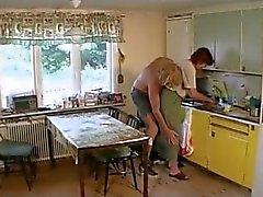 Granny fode no Salão então a Cozinha