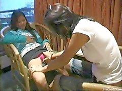 Thailändische Lesbians ficke sich für