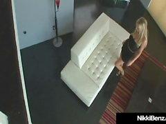 Penthouse Pet Nikki Benz in ihre Muschi von Blonde Buck gepflügt!