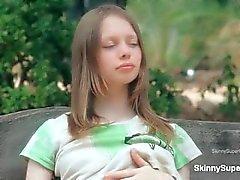 Bonito adolescente babe recebe tesão mostrando part2