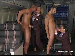 stewardesses Sexy baisent dans l'avion pour plaire à leur meilleur custovTanyaTate02.wm