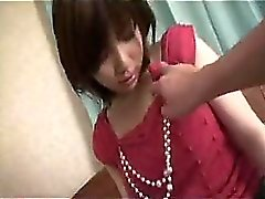Seksi Asyalı kız çıplak alır ve o patlama kadar kendini dokunur