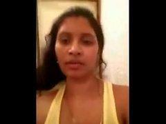 Desi Bhabhi onu büyük göğüsler ve kedi açığa