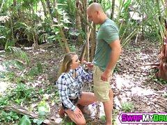 Alyssas Cole och Haley Reeds att sprida sina snäva mesar