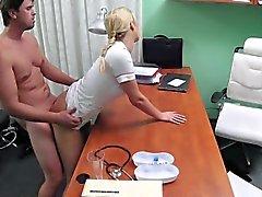 FakeHospital Hemşire aygır ereksiyon almanıza yardım