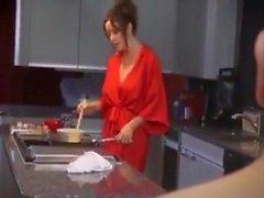 Stora bröststegsmormer gör frukost till hennes stegsedel DEL 1
