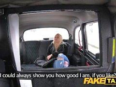 Falsa tassì cliente ottiene il massaggio Taxi aspiratore