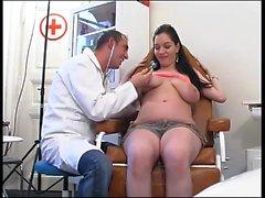 Gynecologist examinó al paciente pt1-Más sobre HDMilfCam com