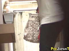 Asiáticos safados urinando