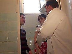 Hot broches schoolgirl em Anal higiênico profundas em sala de aula A75
