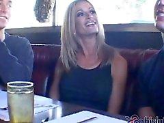 Lauren är en mogen blond kuk charmör