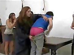 Korkeita tyttö saa hänen perse mutta hävisin pelaajalle punainen ja Stick By Naisen Tuomarina pöydälle Vältettävä Jail