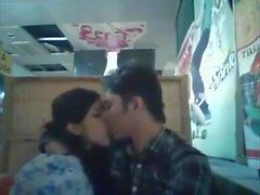 Bangladeshiska BF & GF i restaurang 1 full på hotcamgirls. i