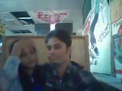 Bangladeshi BF & GF en el restaurante 1 completo en hotcamgirls. adentro