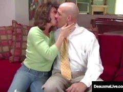 Naughty Wife Deauxma obtient des conseils gratuits pour le sexe de Tax Man!