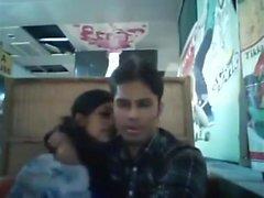 novio y la novia de Bangladesh en el restaurante (1)