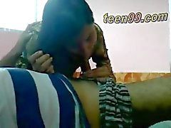 Di Desi Gli amanti indiani divertirsi in una camera villaggio - teen99 * COM